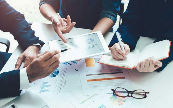 منظور از مشاوره مدیریت چیست و یک مشاور مدیریت چه کارهایی انجام میدهد؟